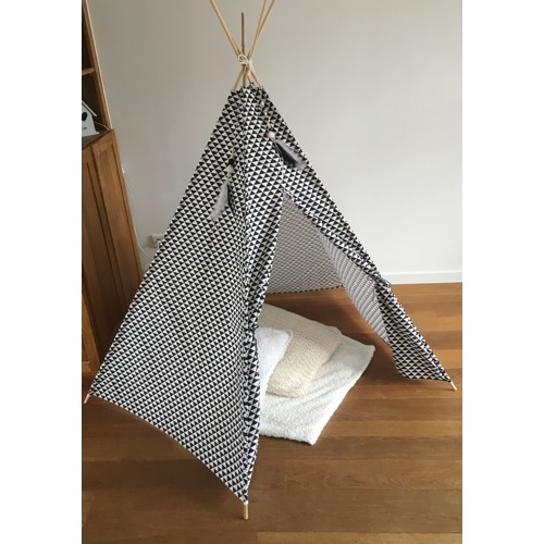 Tipi tent wigwam triangel driehoek monochrome zwart wit